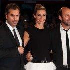 PHOTOS - Venise 2012 : Cécile de France sexy pour fouler le tapis rouge avec Kad Merad  dans people a-best-22